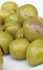 aceitunas verdes con hueso, alimento rico en hierro