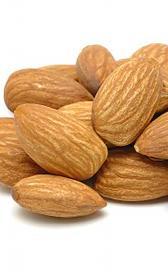 almendras, alimento rico en vitamina B9 y vitamina B2