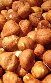 avellana sin cáscara, alimento rico en proteínas y potasio