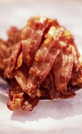 bacon, alimento rico en proteínas y vitamina K