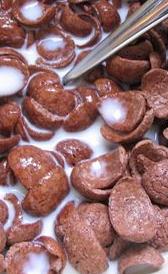 cereales de desayuno con base de arroz y chocolate, alimento rico en vitamina D y calorías