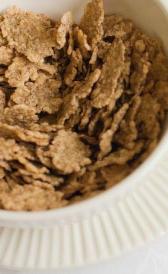 cereales de desayuno con base de arroz integral, alimento rico en vitamina B12 y vitamina D