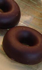 donuts de chocolate, alimento rico en calcio y vitamina E