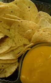 nachos con queso, alimento rico en vitamina B5