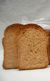 pan integral tostado, alimento rico en vitamina B5 y calorías