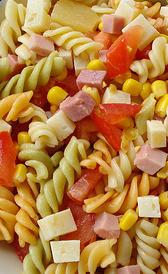 pasta de colores, alimento rico en magnesio y hierro
