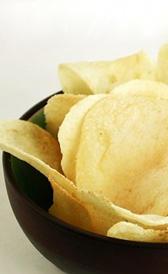 patatas fritas de bolsa, alimento rico en vitamina E y vitamina B9