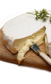 queso brie, alimento rico en vitamina B5 y zinc