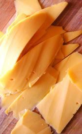 queso gouda, alimento rico en vitamina B12 y fósforo