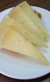 queso manchego curado, alimento rico en vitamina B2 y yodo
