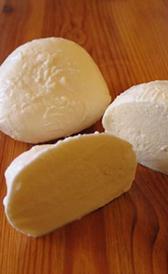 queso mozzarella, alimento rico en sodio y proteínas