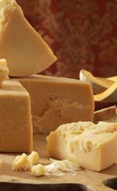 queso parmesano, alimento rico en magnesio y vitamina B7