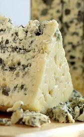 queso roquefort, alimento rico en vitamina B9 y zinc