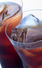 Refresco de cola sin cafeína bajo en calorías o cola light baja en calorías