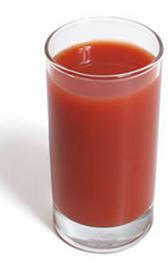 zumo de tomate comercial, alimento rico en vitamina B6